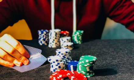 Quer saber como se tornar um jogador de poker profissional? Descubra aqui!