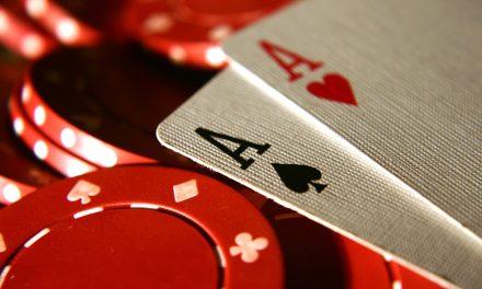 Aprendendo a jogar poker: por que praticar com dinheiro fictício?