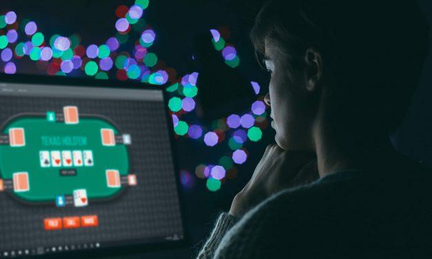 O que é melhor: jogar poker online ou poker live?