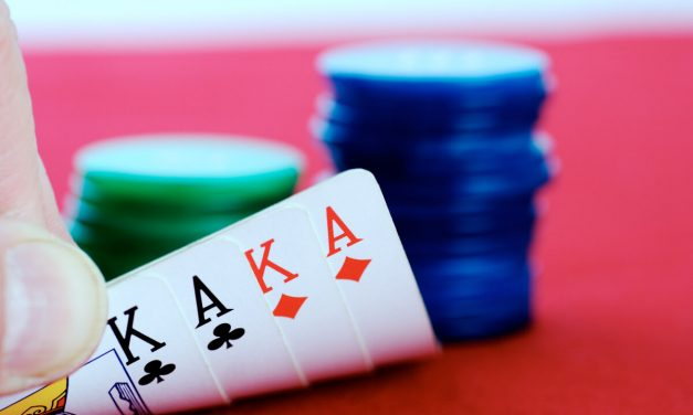 Como funciona um torneio de poker? Descubra aqui!