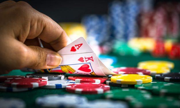 Saiba quando fazer um cold call ou over limp no poker