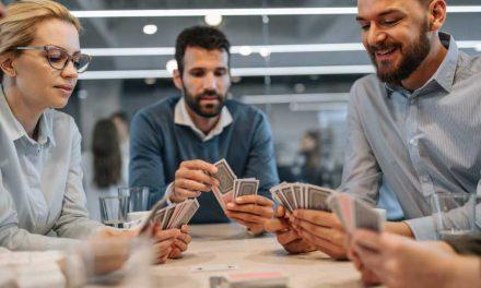 Poker face: entenda o conceito e como ele pode te ajudar a ganhar mais!