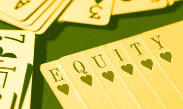 Como a equidade realizada impacta cada mão que você joga